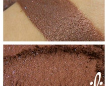 Cave of Wonders - Brown with Blue Shimmer Mineral Pigment - Eyeshadow - ili