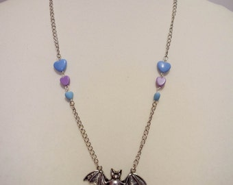 "Necklace ""Bat"" pastel Pearl"