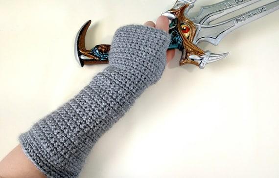 Gauntlet Holding Sword | auto-kfz info
