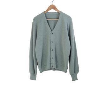 SAGE GREEN CARDIGAN || minimal cardigan sweater || boyfriend cardigan || simple || basic || 80s 90s || vintage || adult || medium