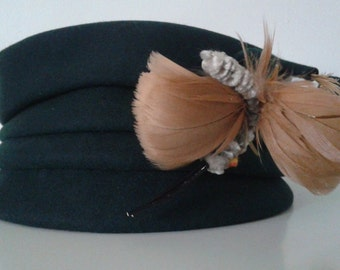 Vintage 1940's Roberta Bernays Dark Green Felt Hat w/Whimsical Caterpillar Feather Curly Cue