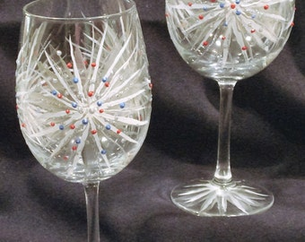Pair of 4th of July Glasses. Fireworks Wine Glasses. Fourth of July Glasses. Pretty Hand Painted Wine Glasses. Sparkler Wine Glasses.