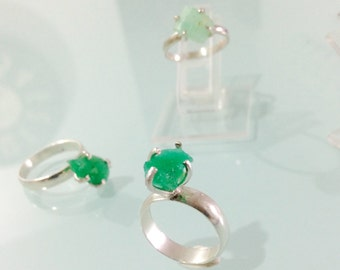 Rustic ring with Emerald