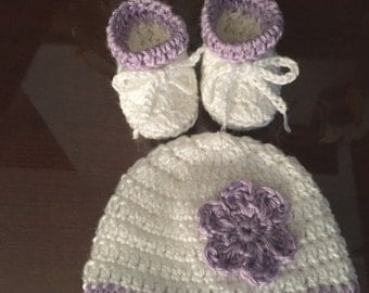 Crochet Baby Girl Hat set with Booties White lavender flower newborn girl 0 - 3 months