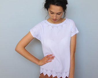 picnic lunch -- vintage white lace edged summer top size S