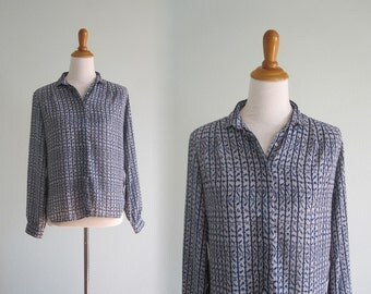 Chic 70s Ikat Print Buttondown Blouse - Vintage Blue Blouse from Campus Casuals - Vintage 1970s Blouse M L