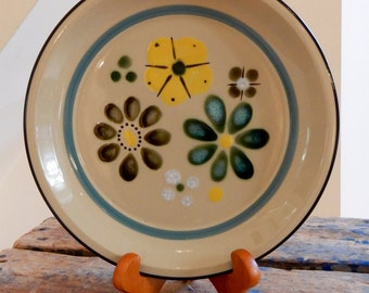 Anemone Stoneware Chop Plate Round Platter Fashion Manor Japan Tan Teal Blue Yellow Black & White Flowers Abstract Mid Mod Design