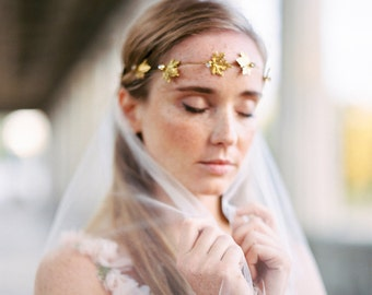 Golden headpiece, hairvine, bridal wreath for a boho bride, headband in gold with maple leaves and diamonites, woodland wedding  style