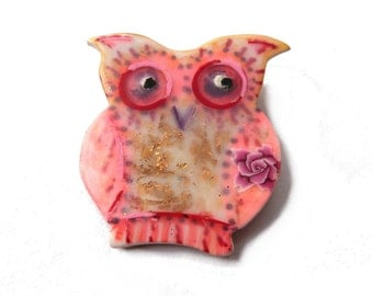 Owl brooch, fun pink owl pin, gift for owl lovers animal brooch polymer clay, owl collectible gold leaf Broche chouette hibou gift for women