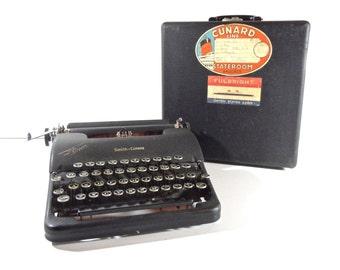Vintage Typewriter / 1940s Smith Corona Portable Manual Typewriter with Original Case
