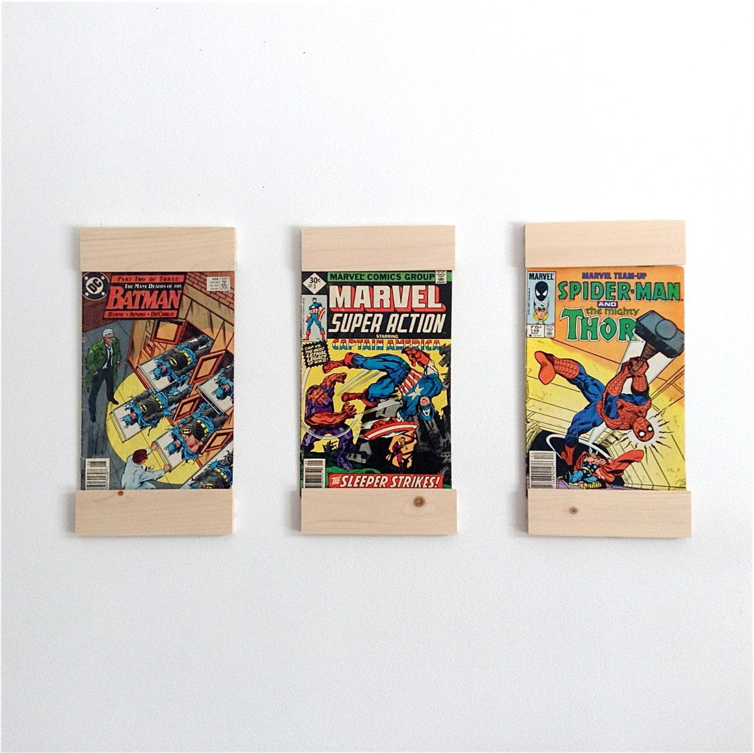 comic book frames display your favourite comics on your wall. Black Bedroom Furniture Sets. Home Design Ideas