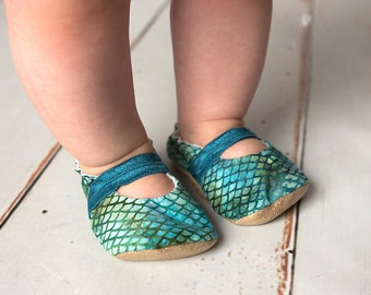 mermaid mary janes scale baby booties, blue and green mary jane baby shoes, mermaid booties, batik shoes for girl toddler mary janes green