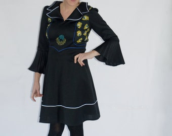 Unique seventies dress with Pierot embroidery and wide bell sleeves. EU 38