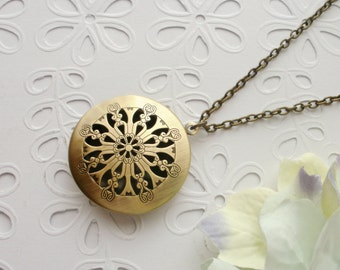 Filigree Locket Necklace, Round Scent Locket Necklace, Antique Brass Filigree Locket Necklace, Romantic Gift for Her, Keepsake Necklace