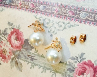 Bridal Single Pearl Earrings, Fine Gold Plated Leaf Earrings Encrusted with Crystals, AAA Swarovski Crystal Pearl, Your Choice Pearl Color