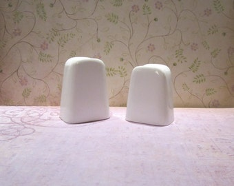 Vintage Branchell Melmac Gardenia White Royale Line Melamine Salt and Pepper Shakers