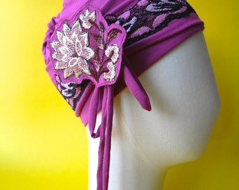 Fuchsia cap in soft fuchsia jersey and its 2 embroidered accessories, Louise Brooks style