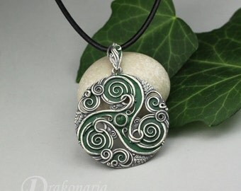 Forest triskele in green - Celtic inspired silver pendant with aventurine and oak leaves, limited collection