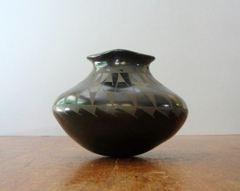 Vintage Jeronimo Villalpando Black Mata Ortiz Signed Studio Olla / Pottery Vase