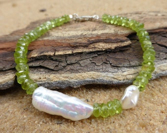Peridot and Pearl Bracelet, Keshi Pearl Bracelet, Peridot Bracelet, Biwa Pearl Bracelet, Gemstone Bracelet, Stacking, Artisan, Minimalist