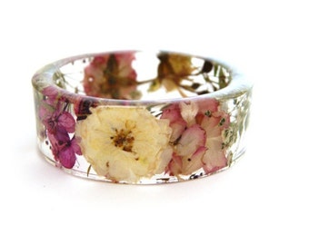 Real flower jewelry. Real rose jewelry. Resin bangle bracelet. Jewelry made with real flowers. flower petal jewelry. Pressed flower jewelry