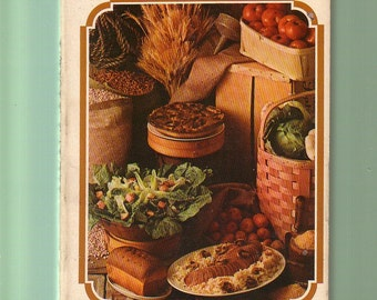 Whole Earth Cook Book. 138 Recipes. 1973 Bantam 4th Printing PB In Good Used Condition*