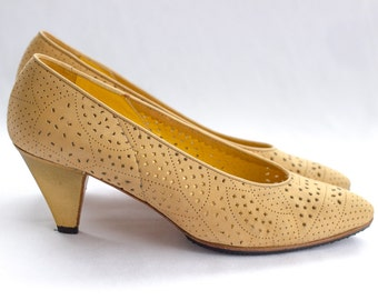 Italian tan suede pumps with gold heels from Baldinini SIZE 39 / 8 1/2