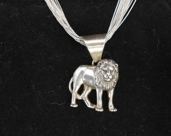 Carol Felley Lion pendant necklace solid rare.  Carol Felley southwest designs made in 1991 with liquid silver necklace.