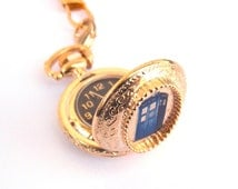 Doctor Who WORKING Pocket Watch --Gold TARDIS