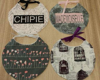 "Bib round theme ""Alice in the Wonderland"" in cotton and fleece, 4 models to choose from."