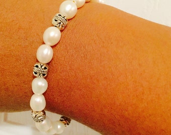 Freshwater pearl bracelet/Stretch Bracelet/White pearl bracelet/Bridesmaid Bracelet/Flowergirl bracelet