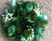 Vintage Plastic Christmas Candle Ring/ Green Apples and Ribbon/ Retro /Home Decor/ Greenery/ Holly