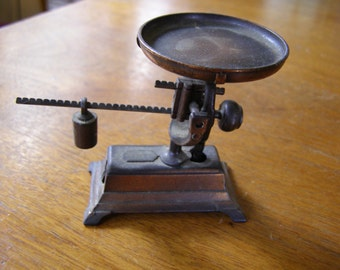 Vintage Die Cast Play me Pencil Sharpener Antique Scale # 967 made in Spain
