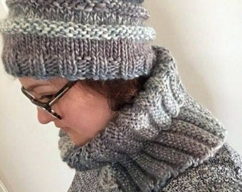 Knitted hat and cowl set. Woollen hat and cowl. Chunky knit hat and cowl. Chunky knit beanie. Chunky knit cowl. Infinity cowl. Circle scarf.