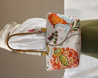 Shoulder bag with a floral pattern