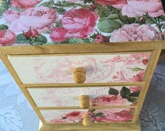 """Mini chest """"Garden Roses"""""""
