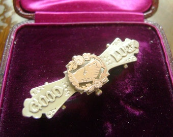 """ART NOUVEAU SILVER &  Gold """"Good Luck"""" Clasped Hands Brooch - S. Bros - 1913"""