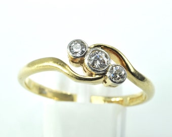 18ct yellow gold vintage 3 stone diamond rubover set ring size L   US Size 5 1/2