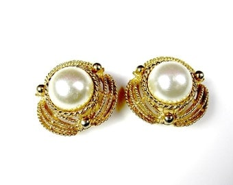 Coro Earrings Clip On Faux Pearl Gold Tone Metal 1950s