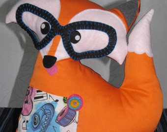 Fox cushion, pocket for smart phone, iPhone, samsung and others.