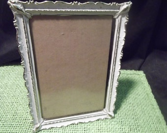 Vintage 7.75 x 5.75 in. White Metal Scalloped Edge Picture Frame