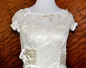 Vintage Vanilla Lace Wedding Gown & Train, Vanilla Bridal Gown, Lace Bride Dress, Lace Wedding Dress, Vintage Bridal Gown, Ivory Bride Gown