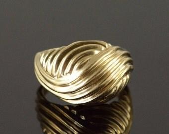 ON SALE 10K Interlocking Woven Swirl Dome Ring Size 6.25 Yellow Gold
