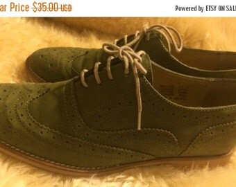 Sale Stephen by Steve Madden green suede oxfords/womans sz 8M