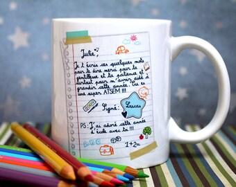 """Mug """"Super ATSEM"""" (de la part d'un garçon). Tasse personnalisable. Cadeau ATSEM. Texte et graphisme by PIOU créations. Made in France"""