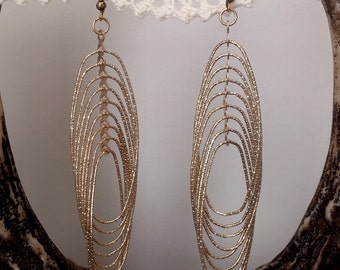 Champagne Gold Interlocking Wire Earrings
