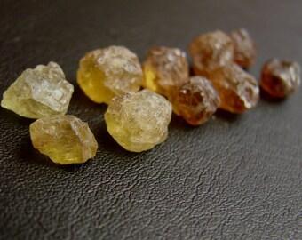 1 pcs. Raw Grossular Garnet specimen 8 mm