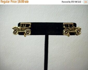 ON SALE Vintage 1930s Olds Mobile Antique Gold Screw Back Earrings 1436