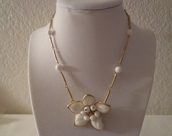 Vintage Porcelain White and Goldtone Floral Necklace