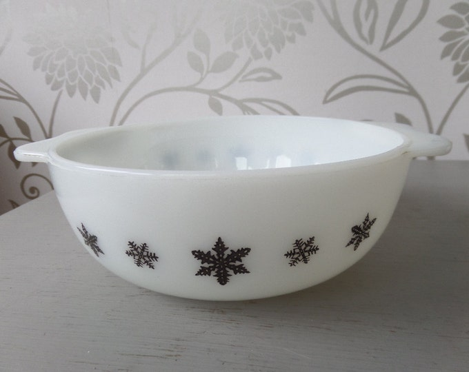 "FREE SHIPPING Snowflake JAJ Pyrex 1958-67 Milk Glass Opalware Casserole Dish 2 pints 1.1 litre 7"" diameter (8.25"") Excellent Condition"